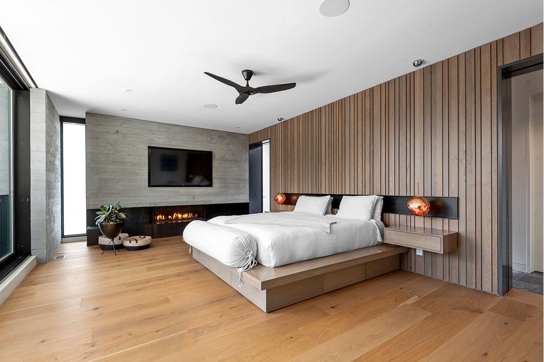 2610 East Cedar Ave bed