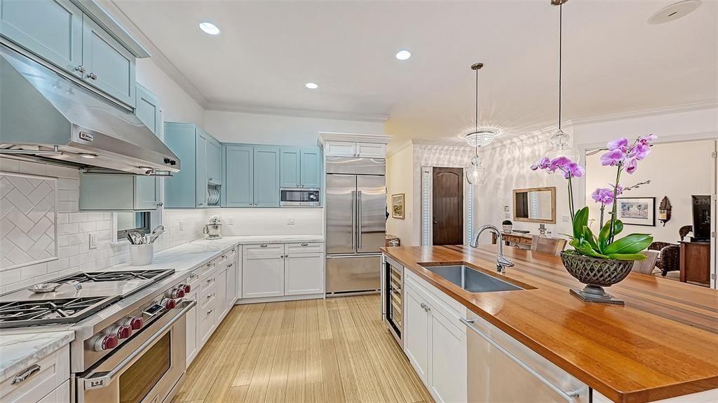1723 Oak St.  kitchen