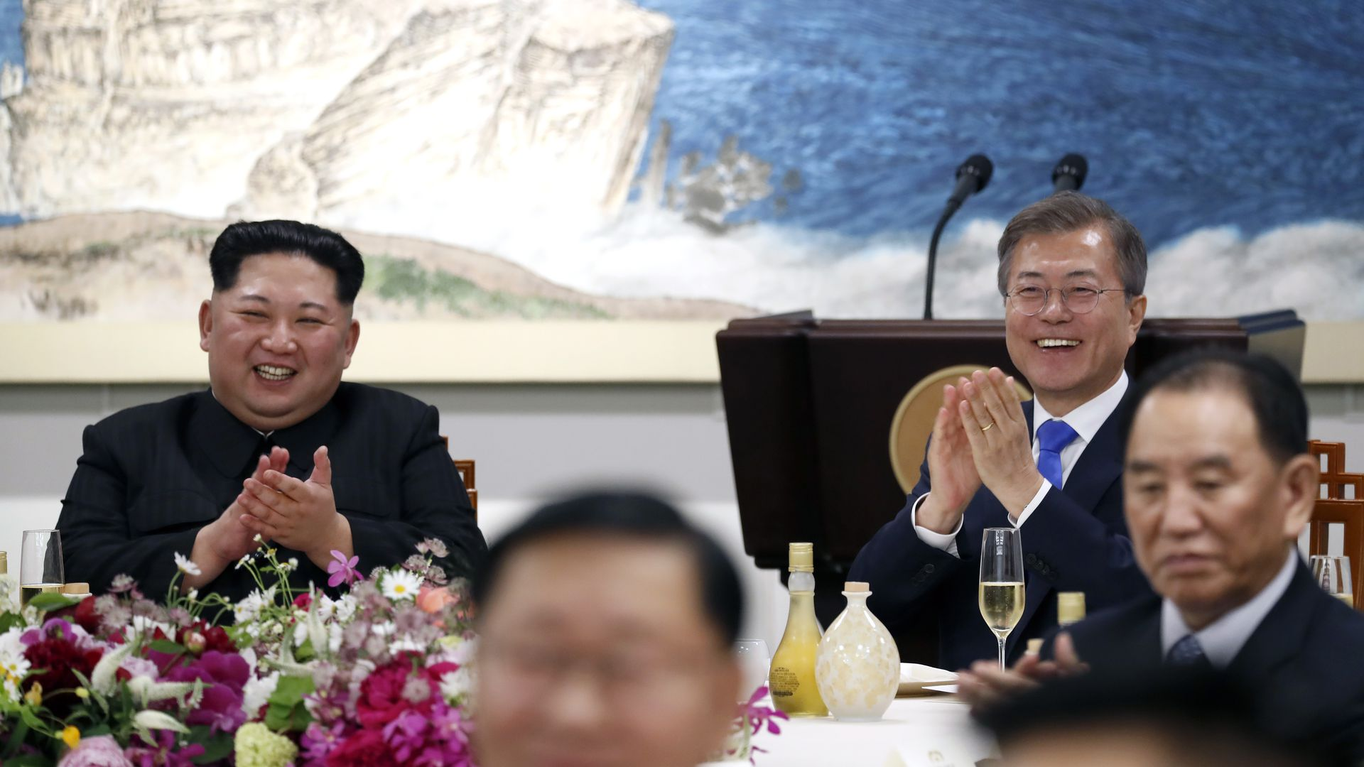 North Korean leader Kim Jong Un (L) and South Korean President Moon Jae-in (R) attend the Inter-Korean Summit dinner on April 27, 2018.