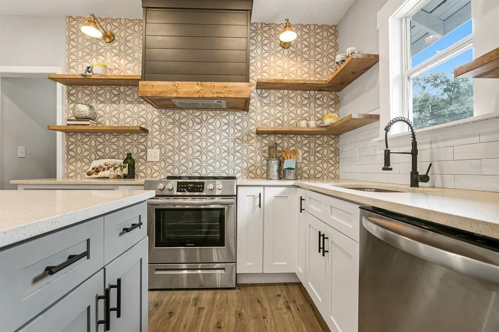967 Melrose Ave. S. kitchen