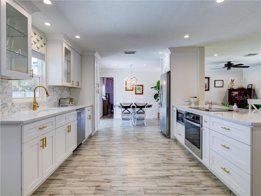 5410 Creeping Hammock Drive kitchen