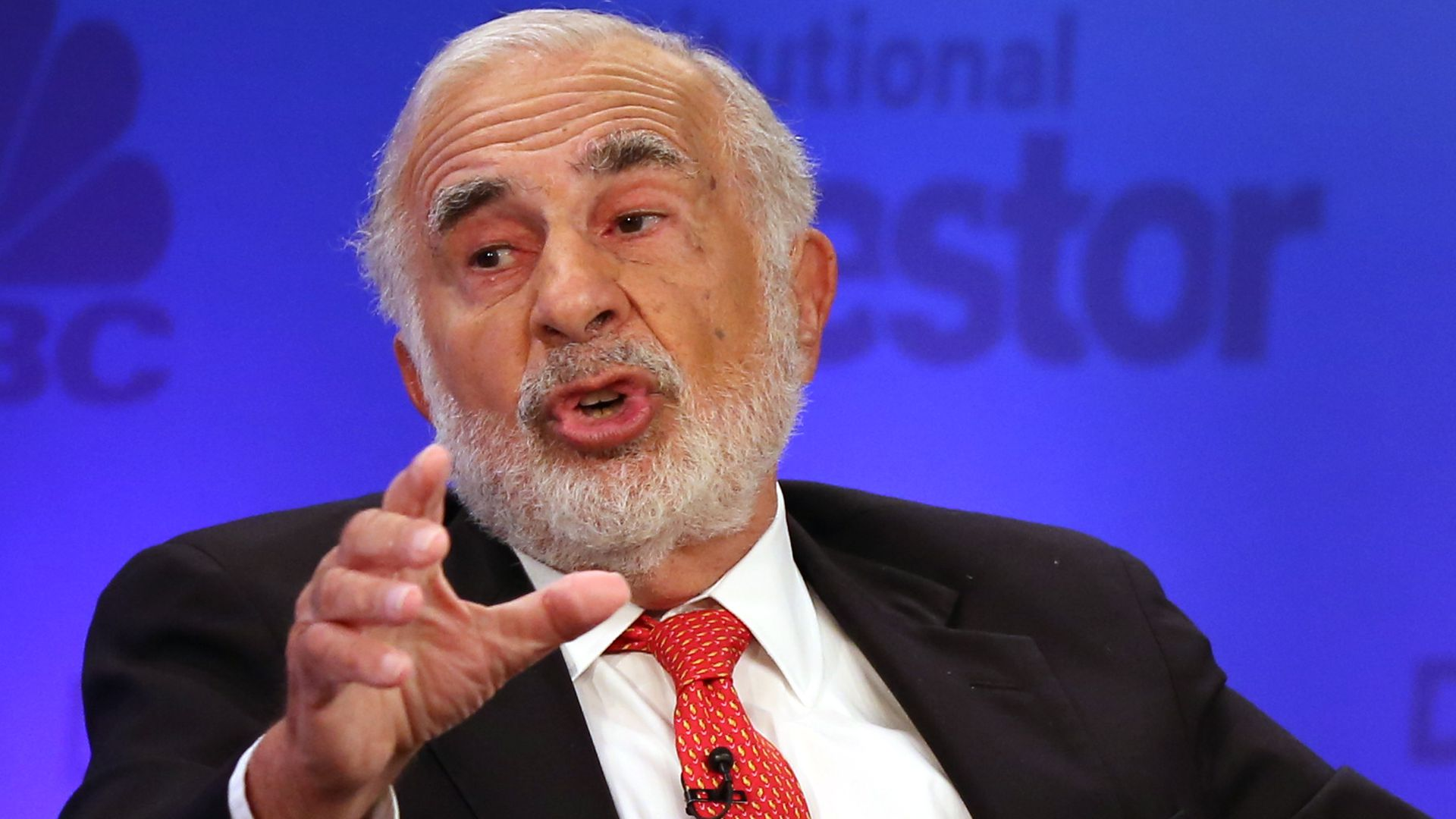 Carl Icahn speaks at a CNBC event.