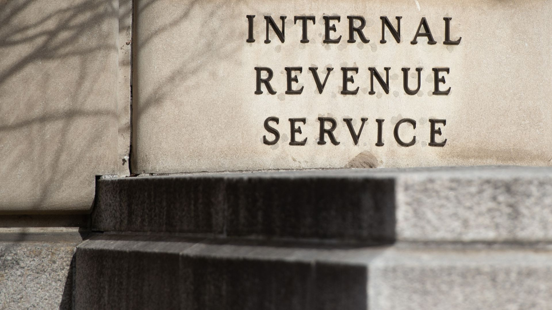 Average tax refunds down 16.7% in third week of IRS filing