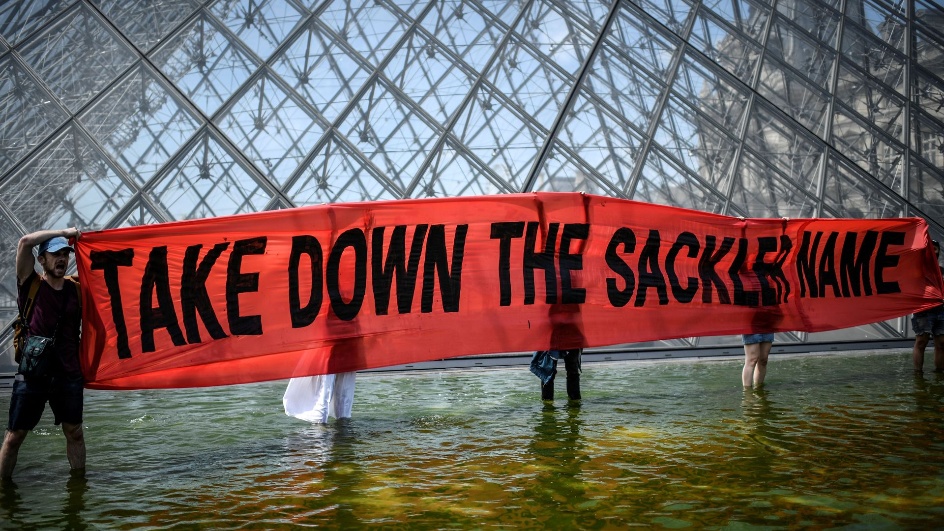 Protestors in front of the Louvre against the Sackler family