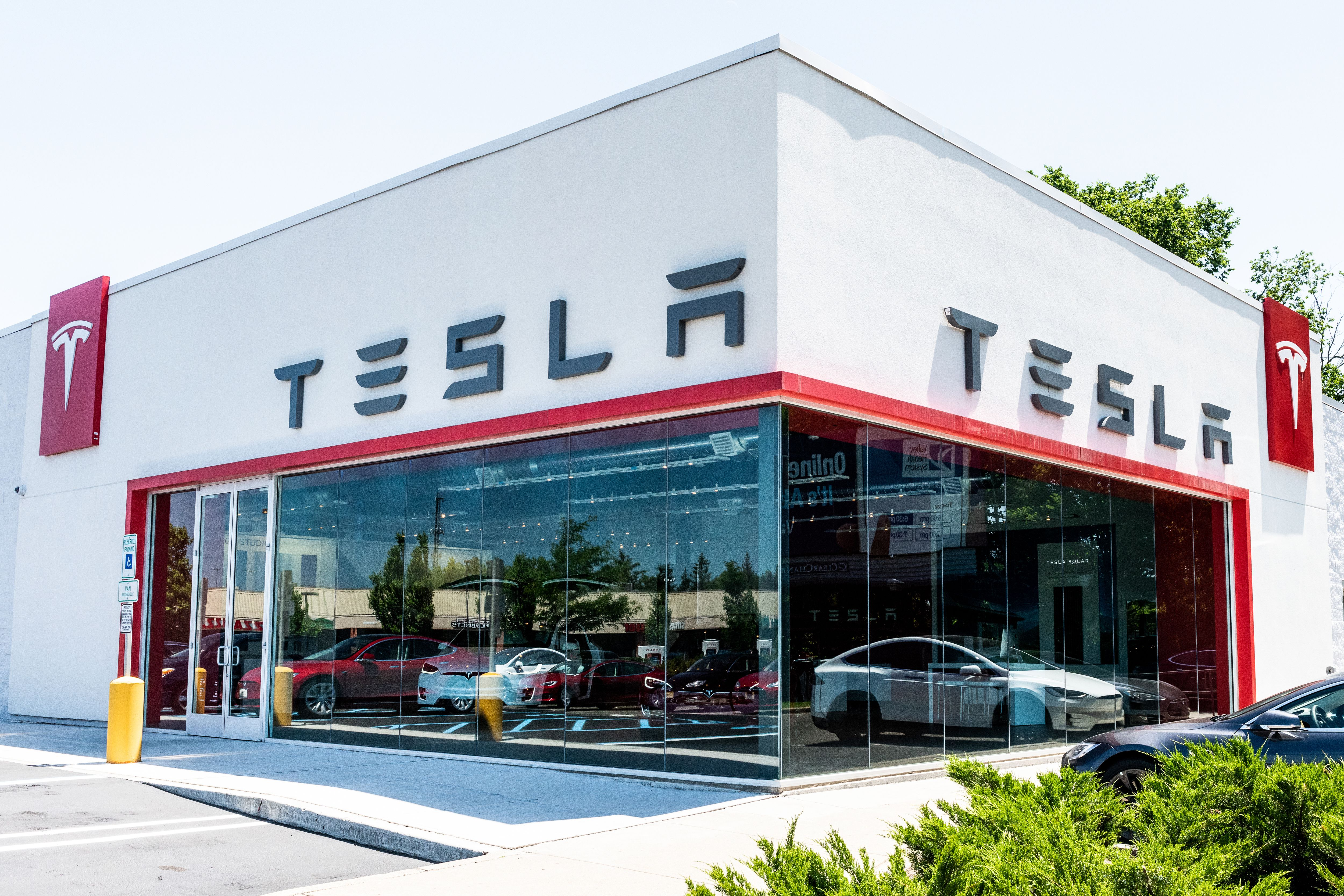 Tesla is closing all its stores so you can have a $35K Model 3 - Axios