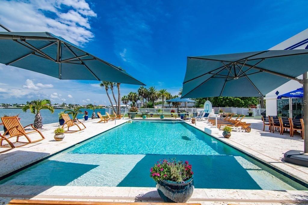 941 Bay Esplanade pool
