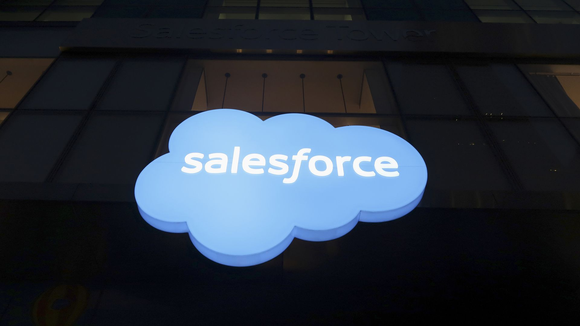 The word salesforce surrounded by the shape of a cloud.