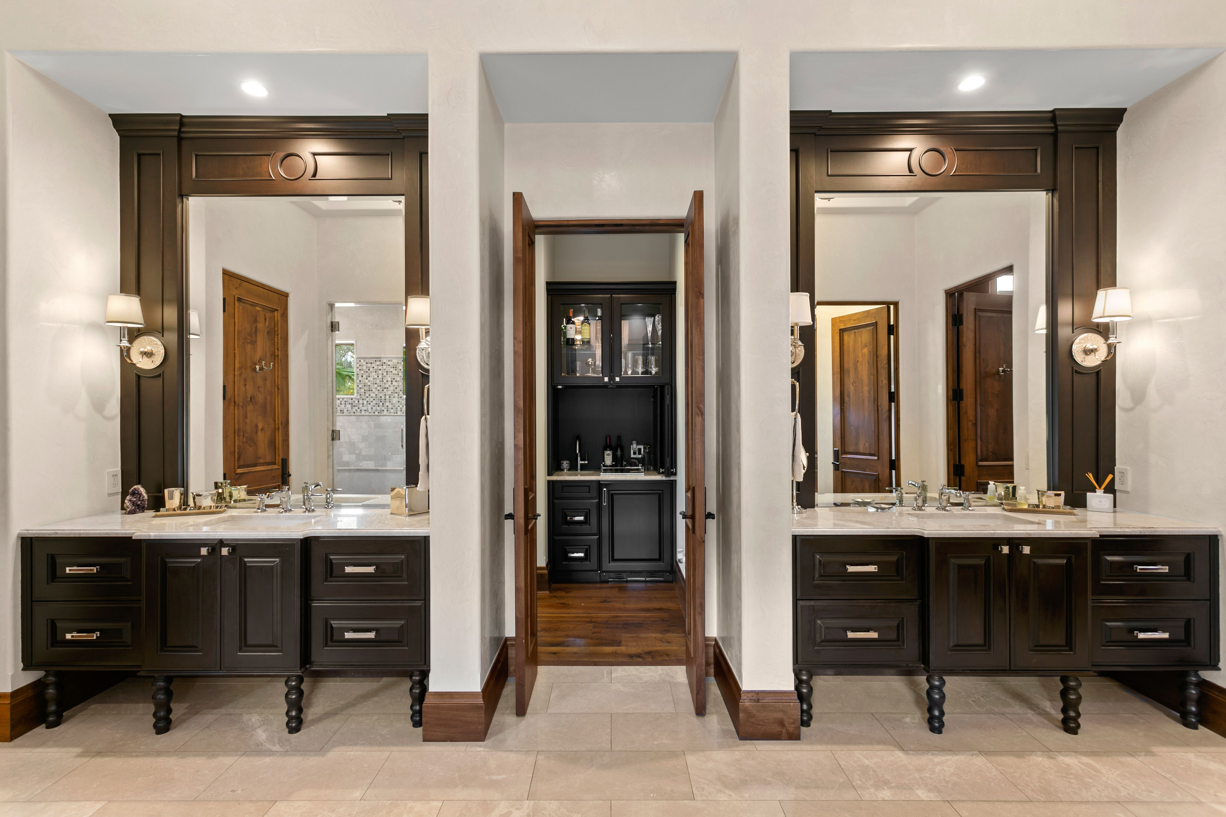 2621 N Dundee St bathroom