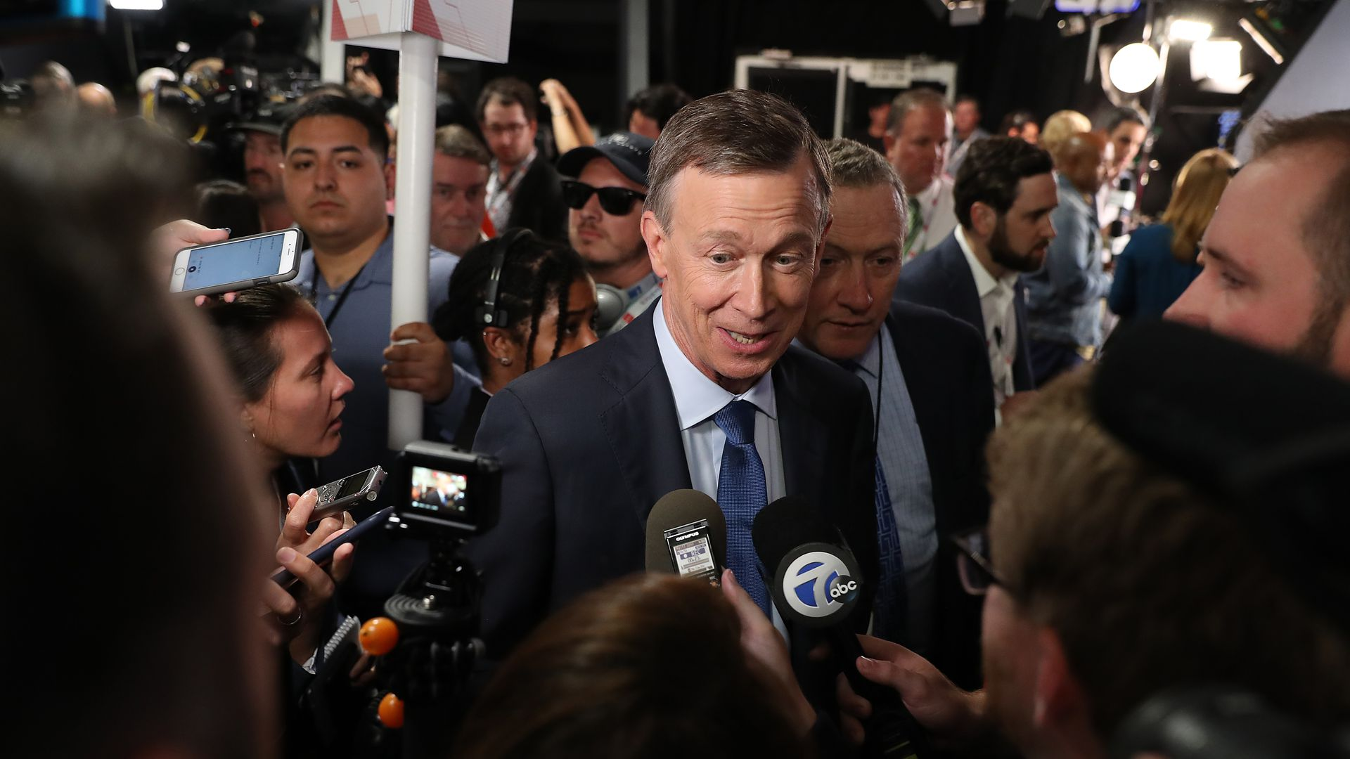Democratic group wants Hickenlooper to drop out of the 2020 race and run for Senate instead