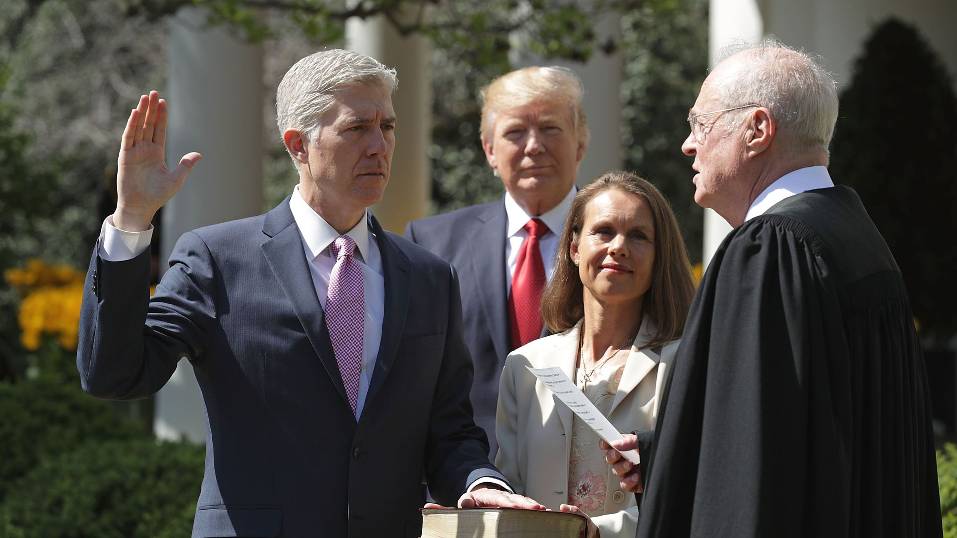 Anthony Kennedy swearing in Neil Gorsuch in 2017