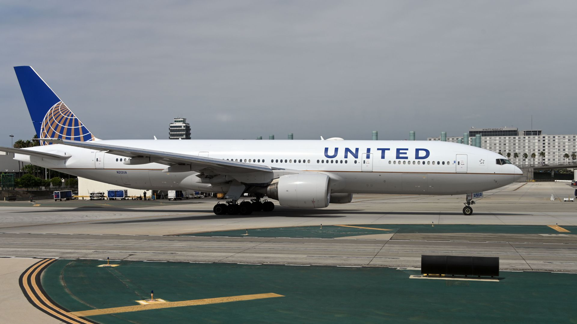 United Airlines Cutting April Flights Amid Coronavirus Fears Axios