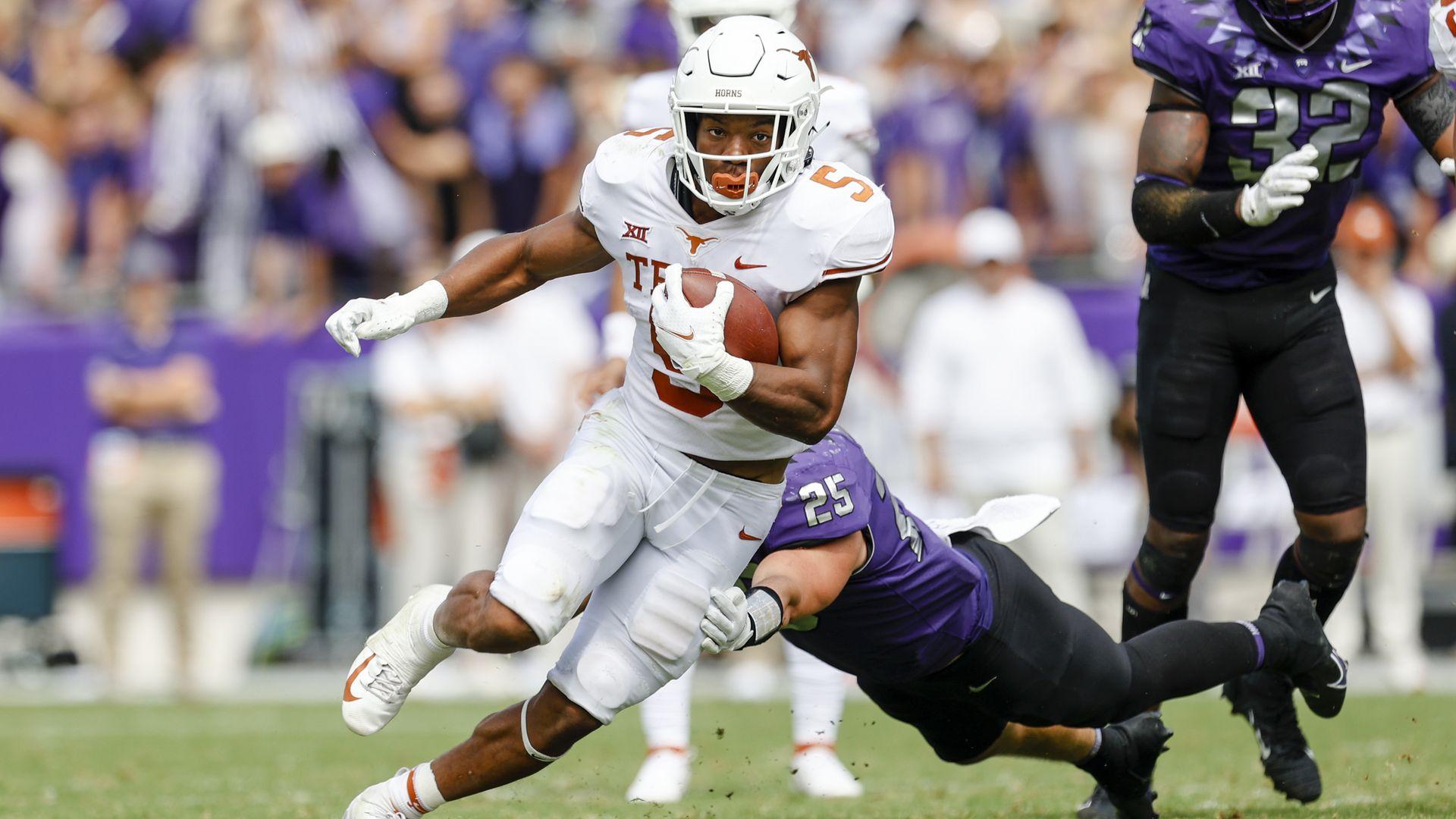 University of Texas running back Bijan Robinson eludes a tackler.