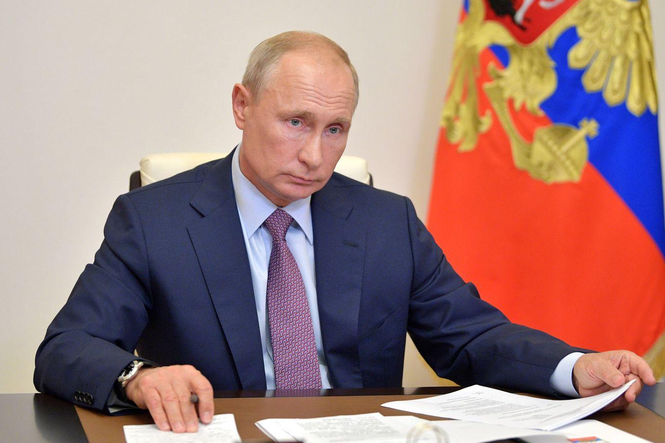 Putin mandates face masks as Russia combats second COVID-19 wave