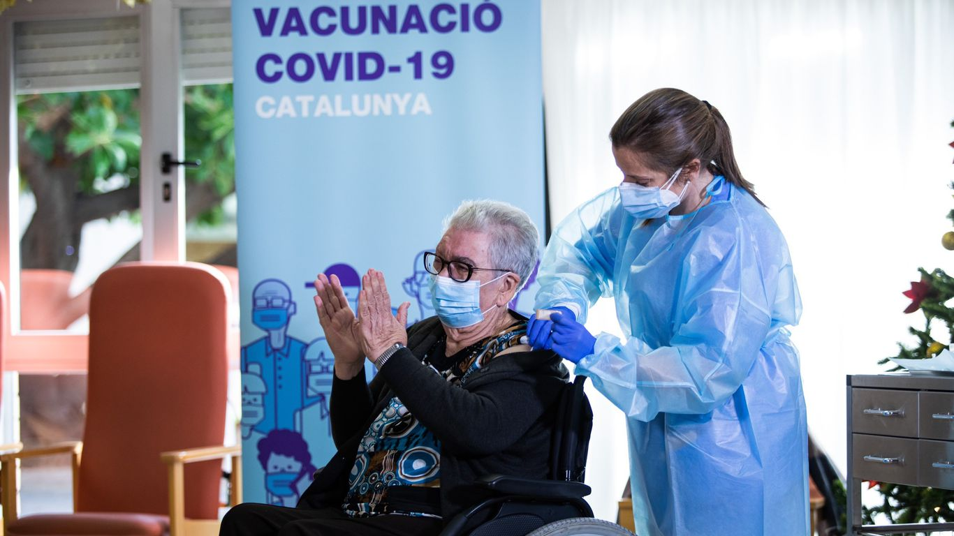 Spain to keep registry of people who refuse coronavirus vaccine and share details with EU