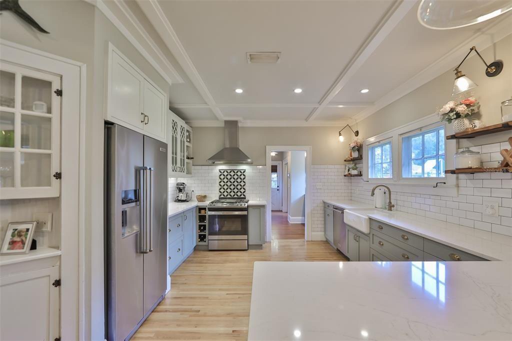 1003 E. Hanna Ave. kitchen
