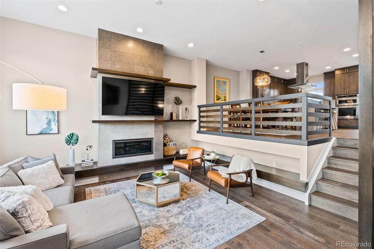 6884 E. Lowry Blvd. living room