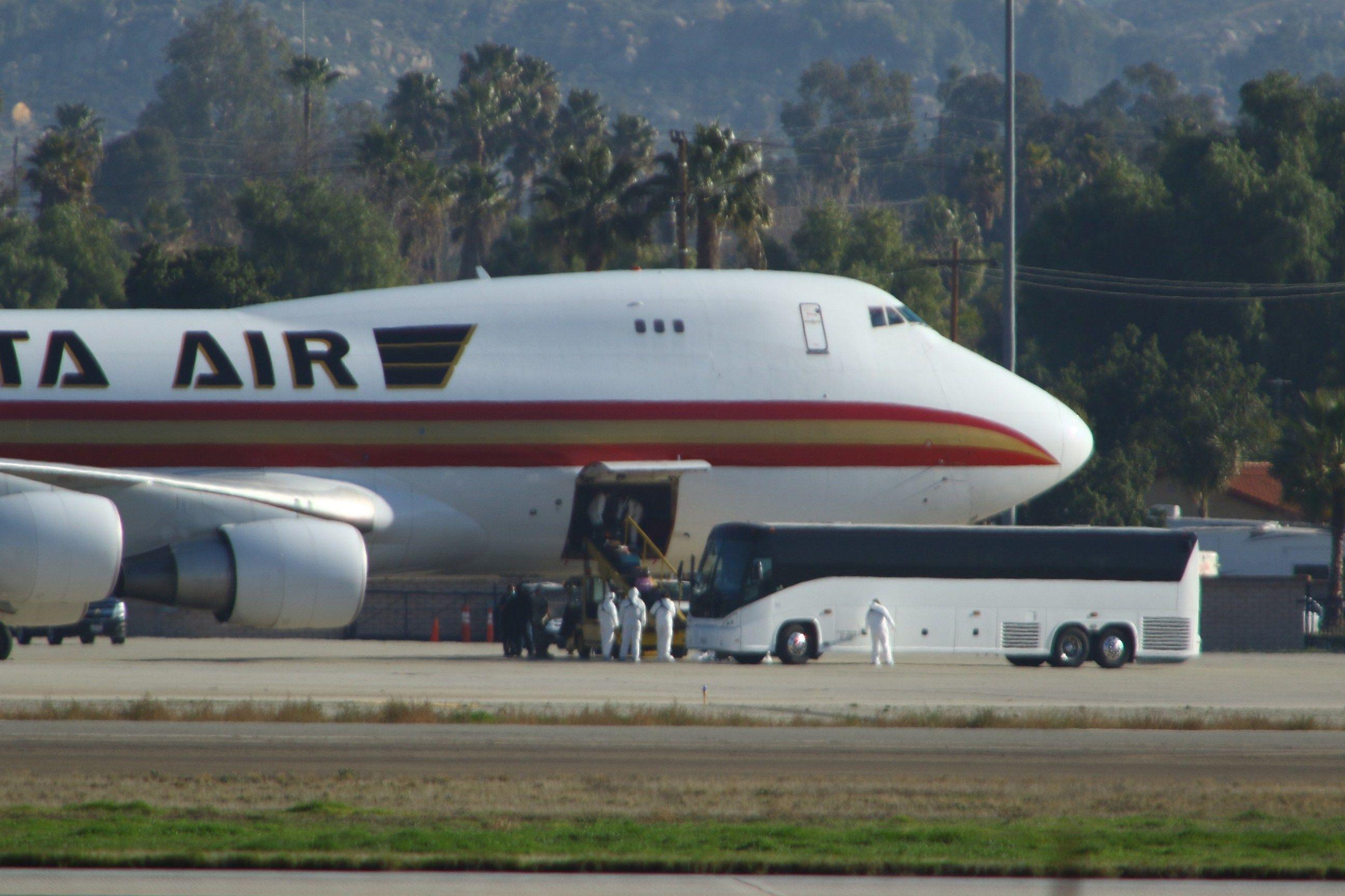 U.S. evacuee with coronavirus initially discharged from hospital - Axios
