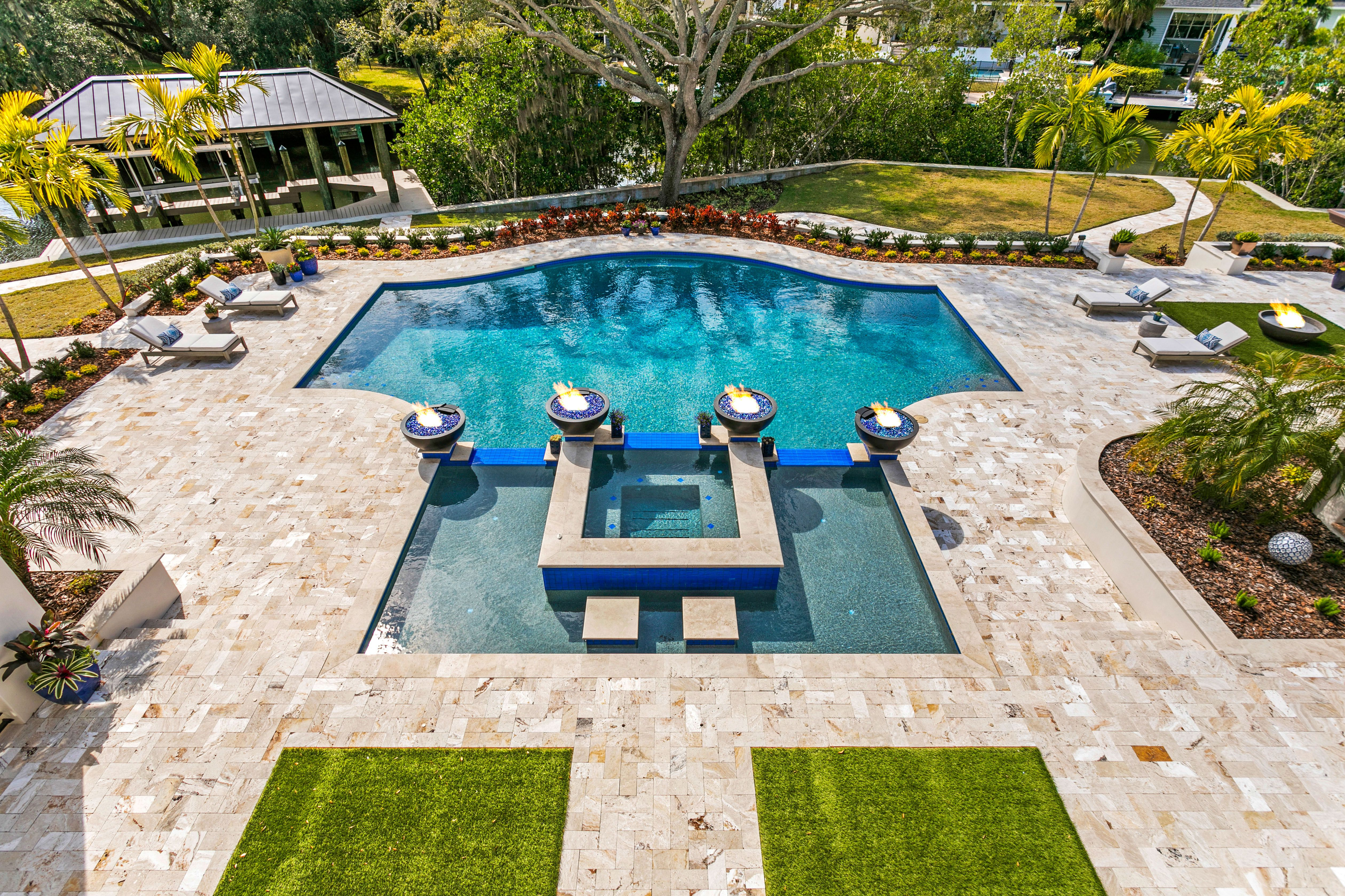 2621 N Dundee St pool