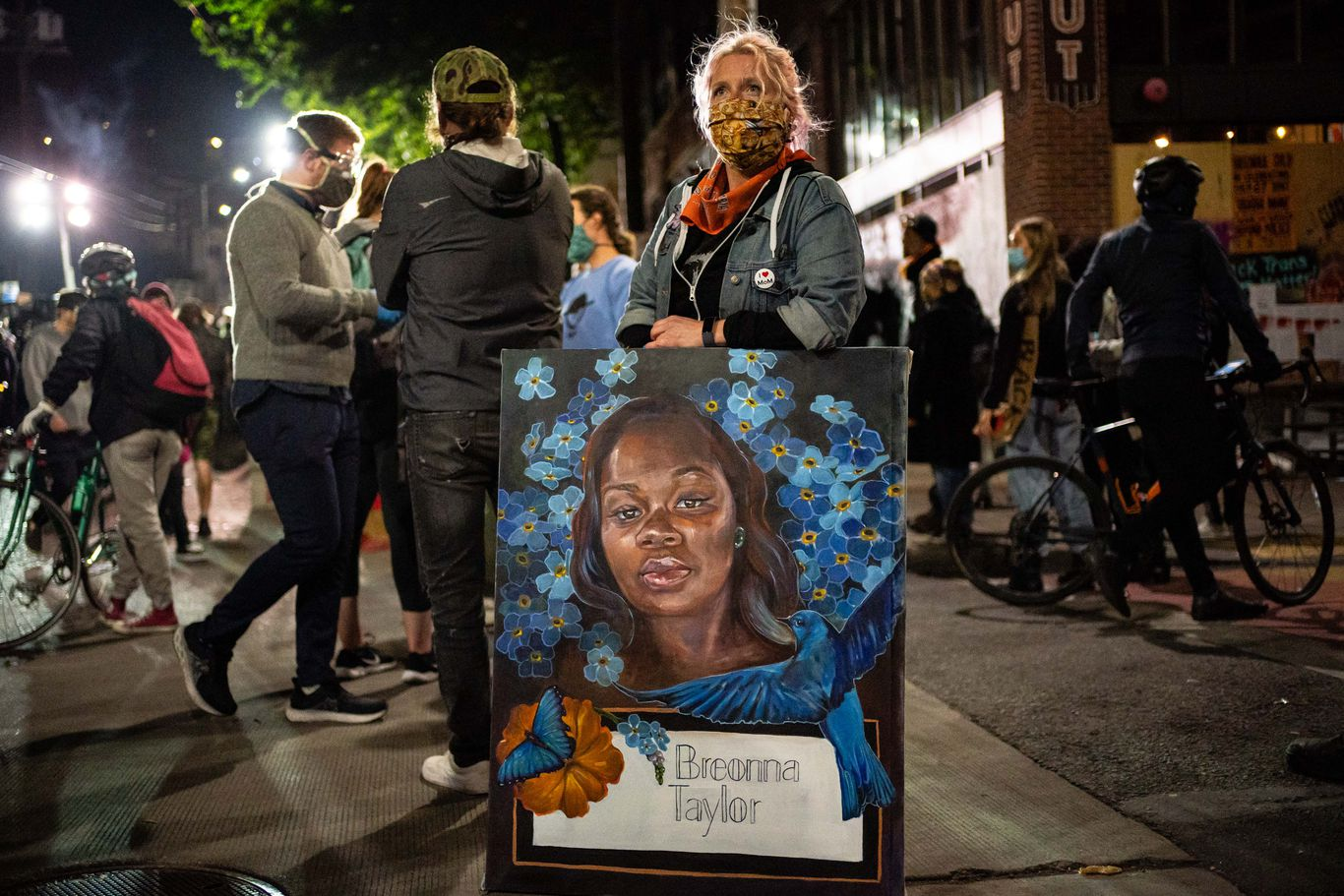 Breonna Taylor was alive after police shooting, but did not receive treatment thumbnail