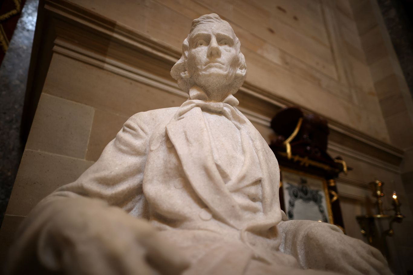 House votes to remove Confederate statues from Capitol thumbnail