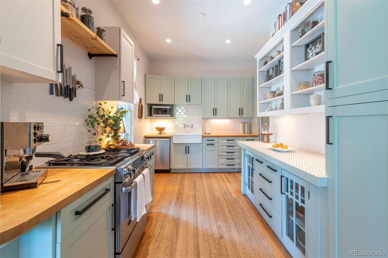 1651 Dahlia St. kitchen