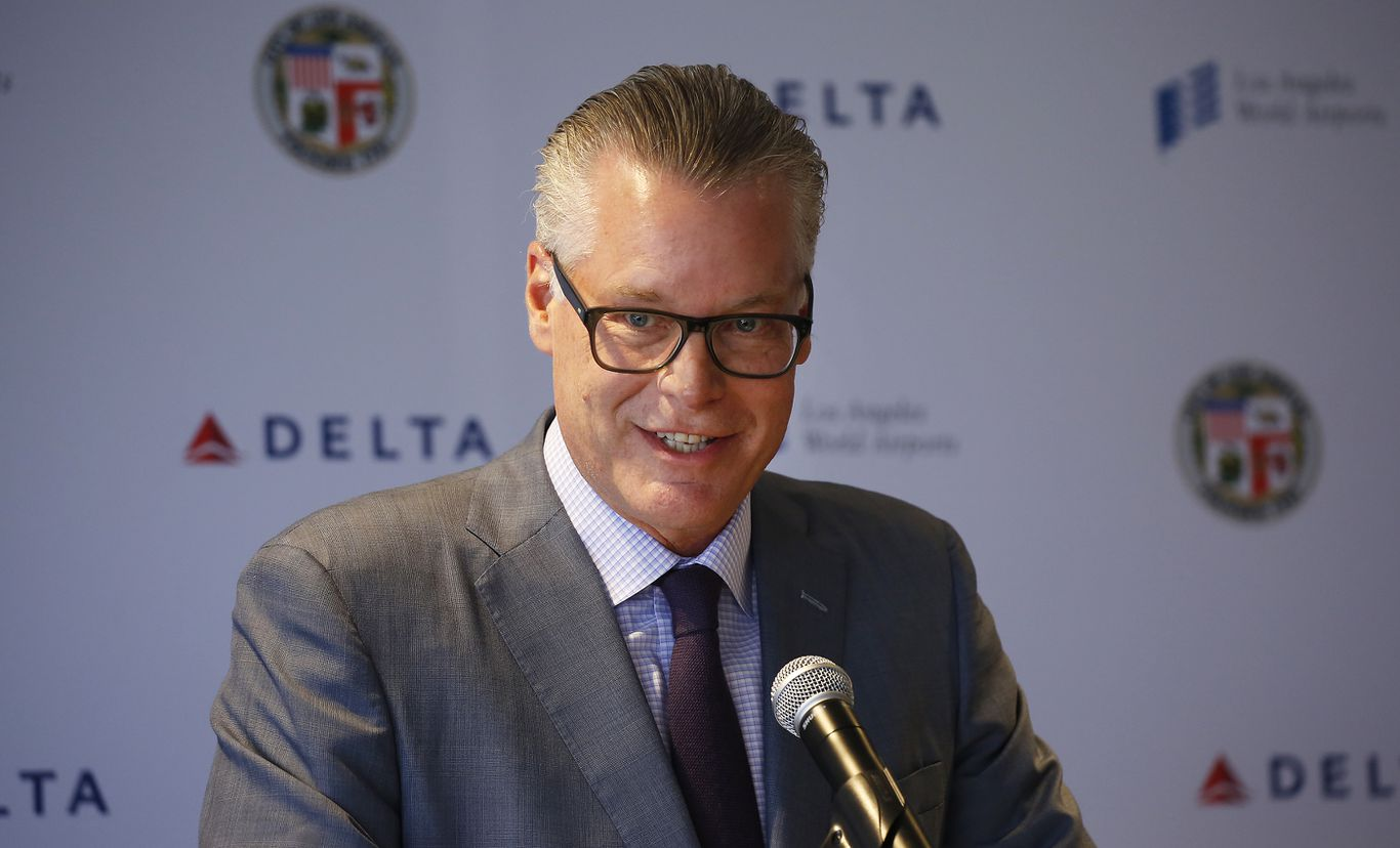 Delta CEO says Trump administration should issue mask mandate for air travel thumbnail