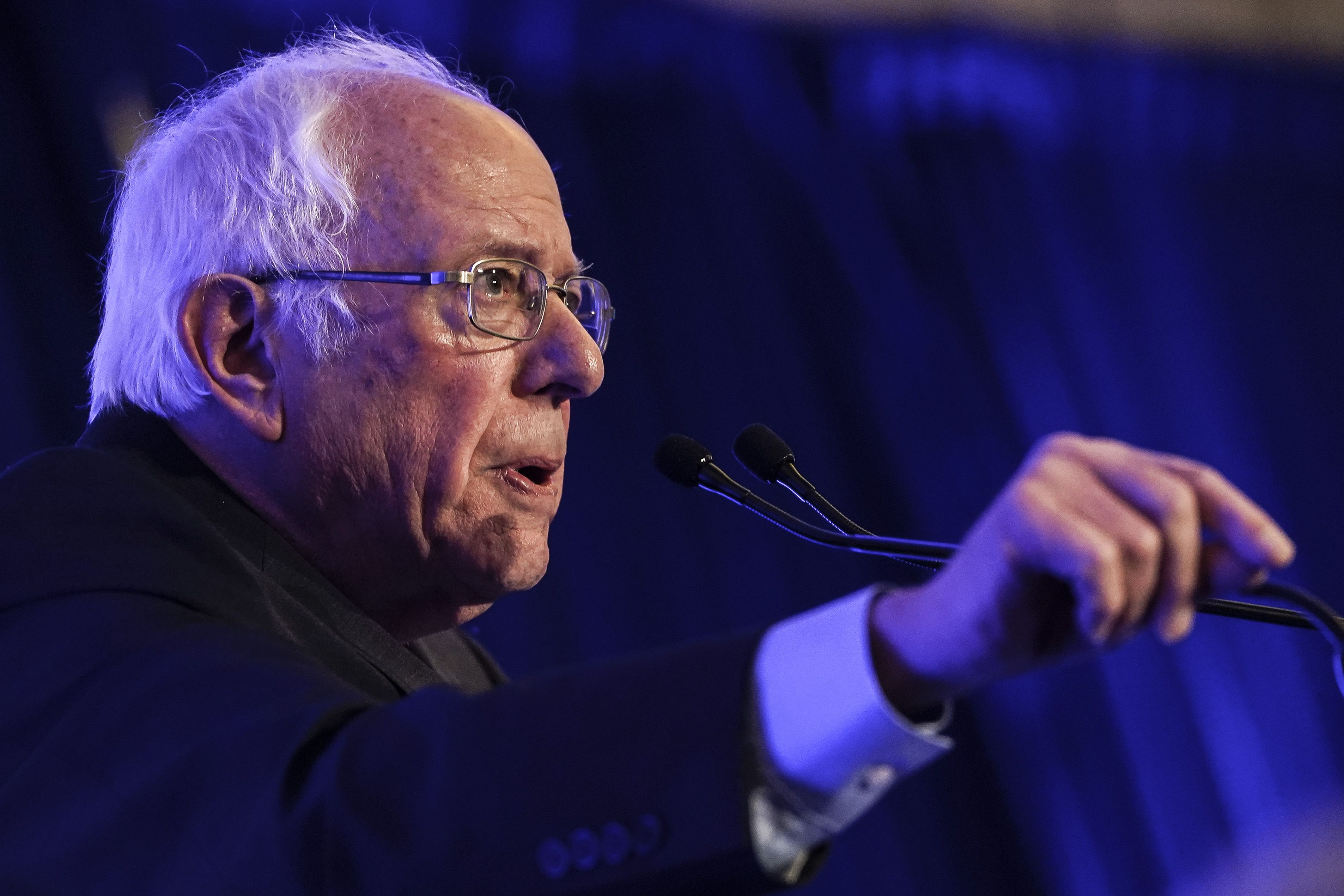2 Florida Democrats sue to disqualify Sanders from state primary - Axios