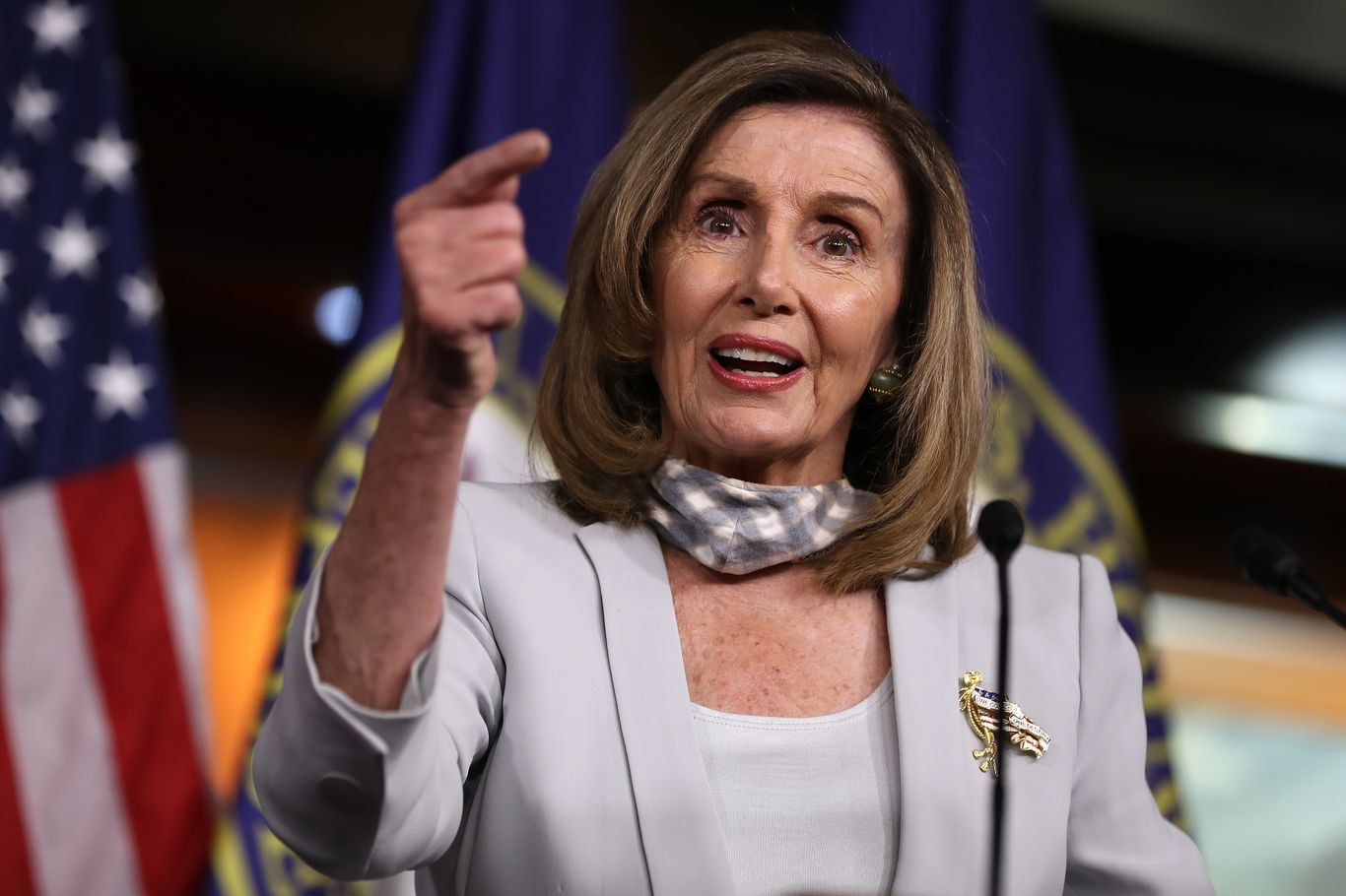"""Wholly insufficient"": Pelosi says postmaster general won't commit to reversing USPS changes thumbnail"