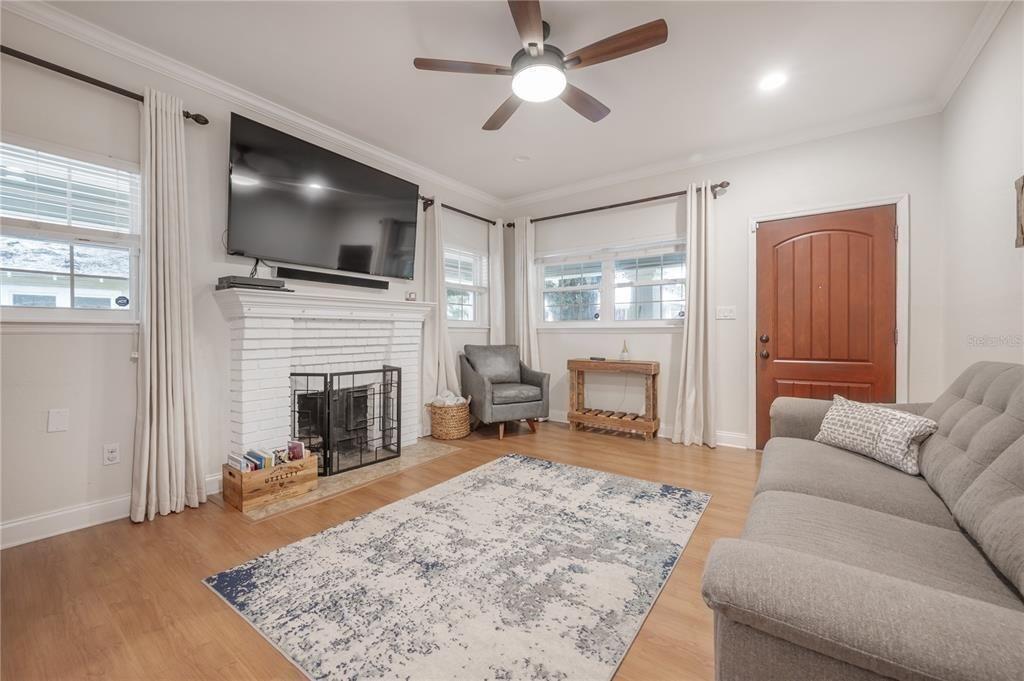 804 E. North Bay St. living room
