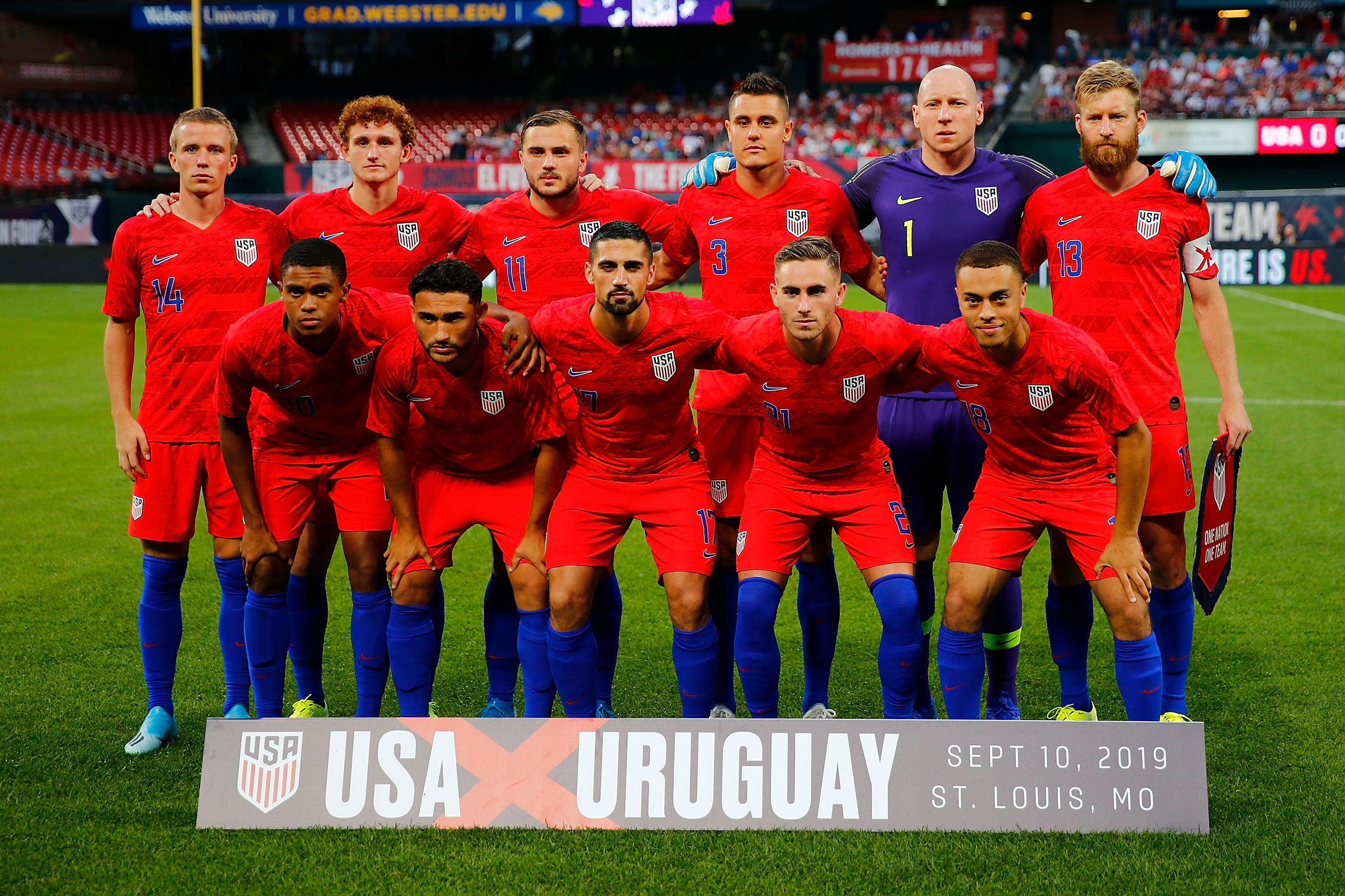 USMNT poses for photo