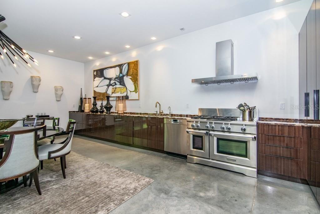 2911 W Fair Oaks Ave kitchen