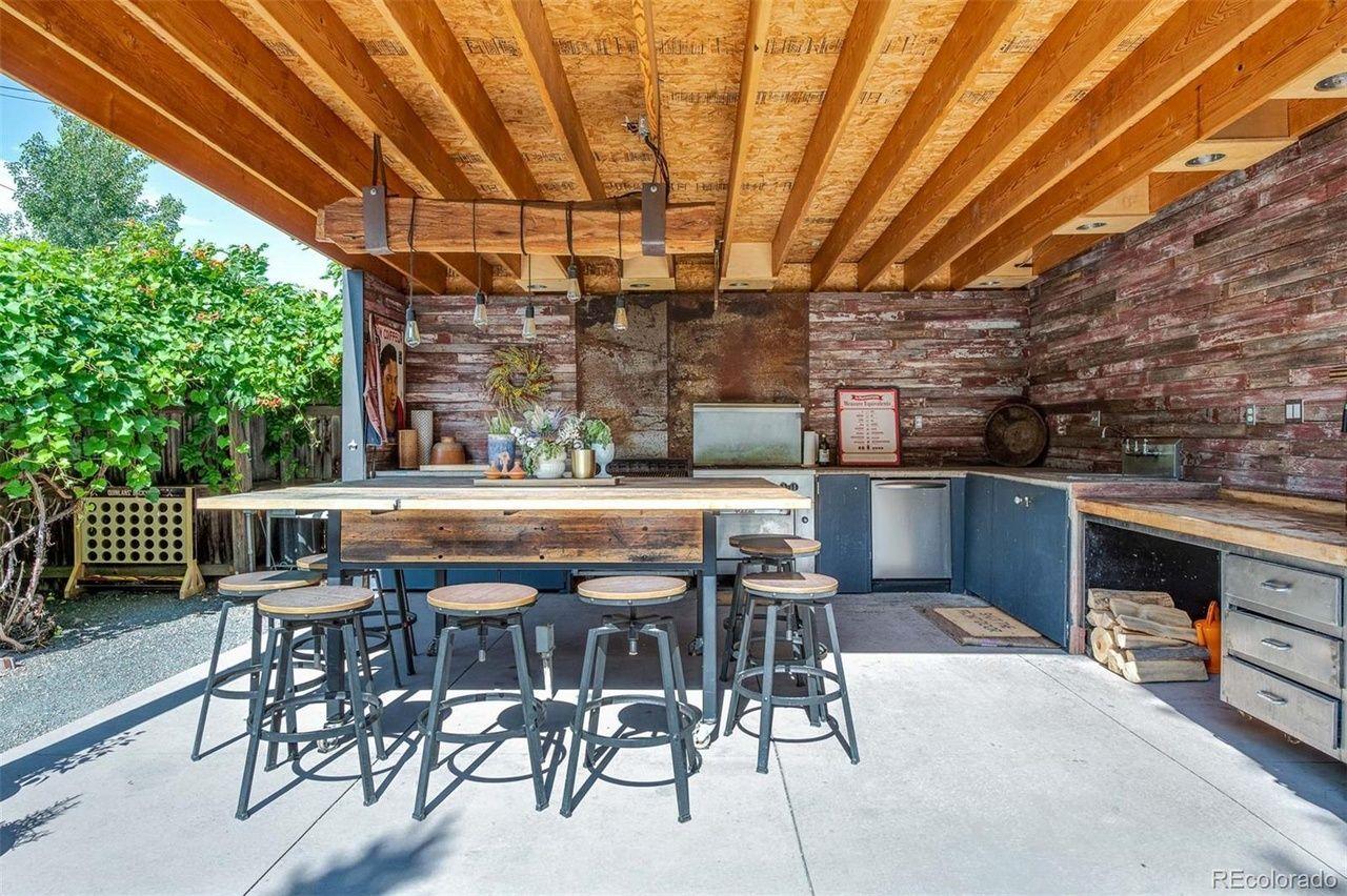 1651 Dahlia St. outdoor kitchen