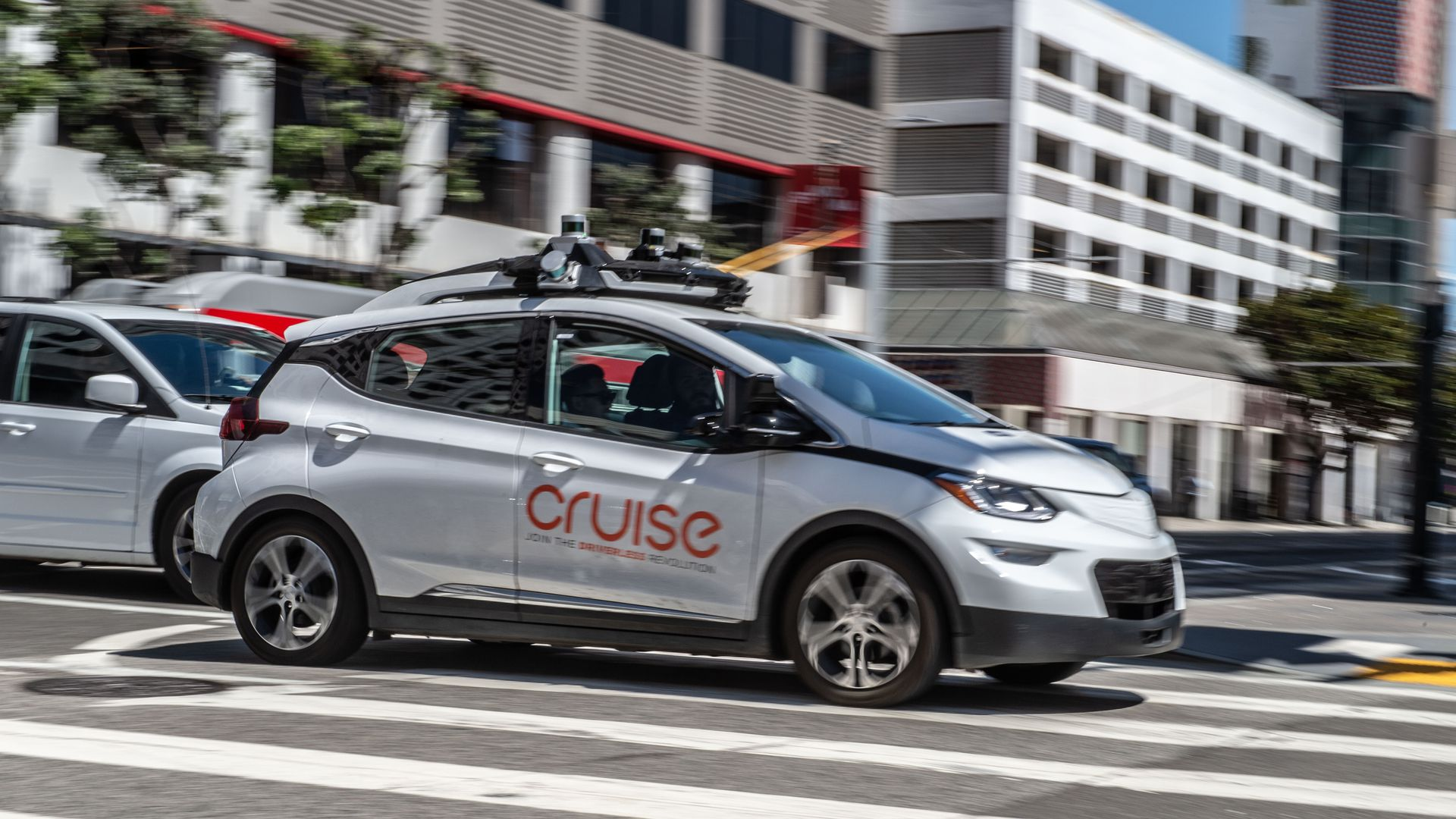 GM Cruise test self-driving vehicle driving through an intersection
