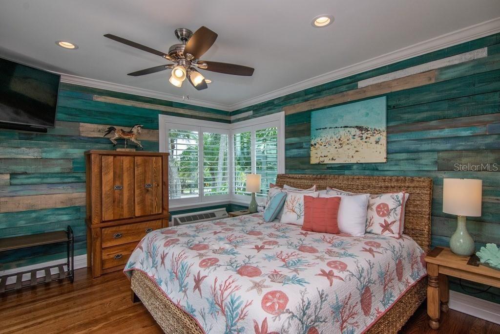 941 Bay Esplanade bedroom