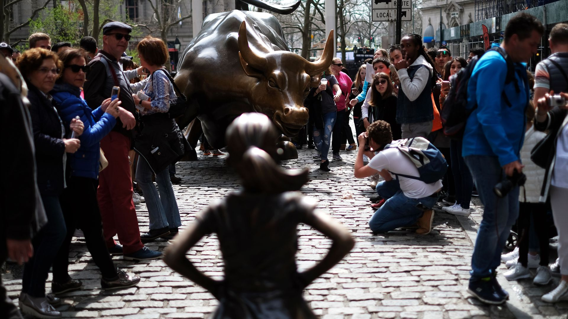 Defiant girl statue on Wall Street