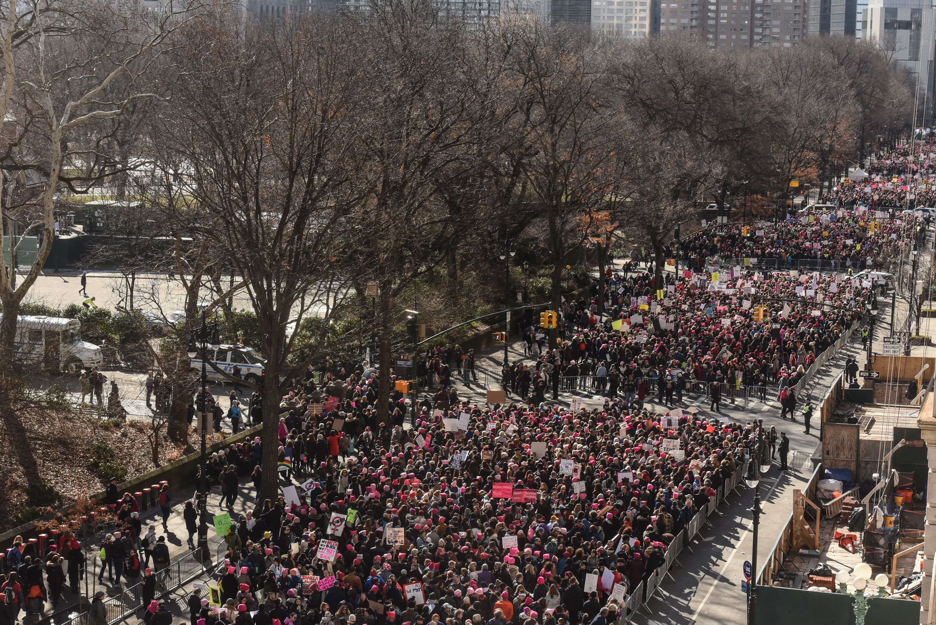 The crowd lines up near Central Park before the beginning of the Women's March.