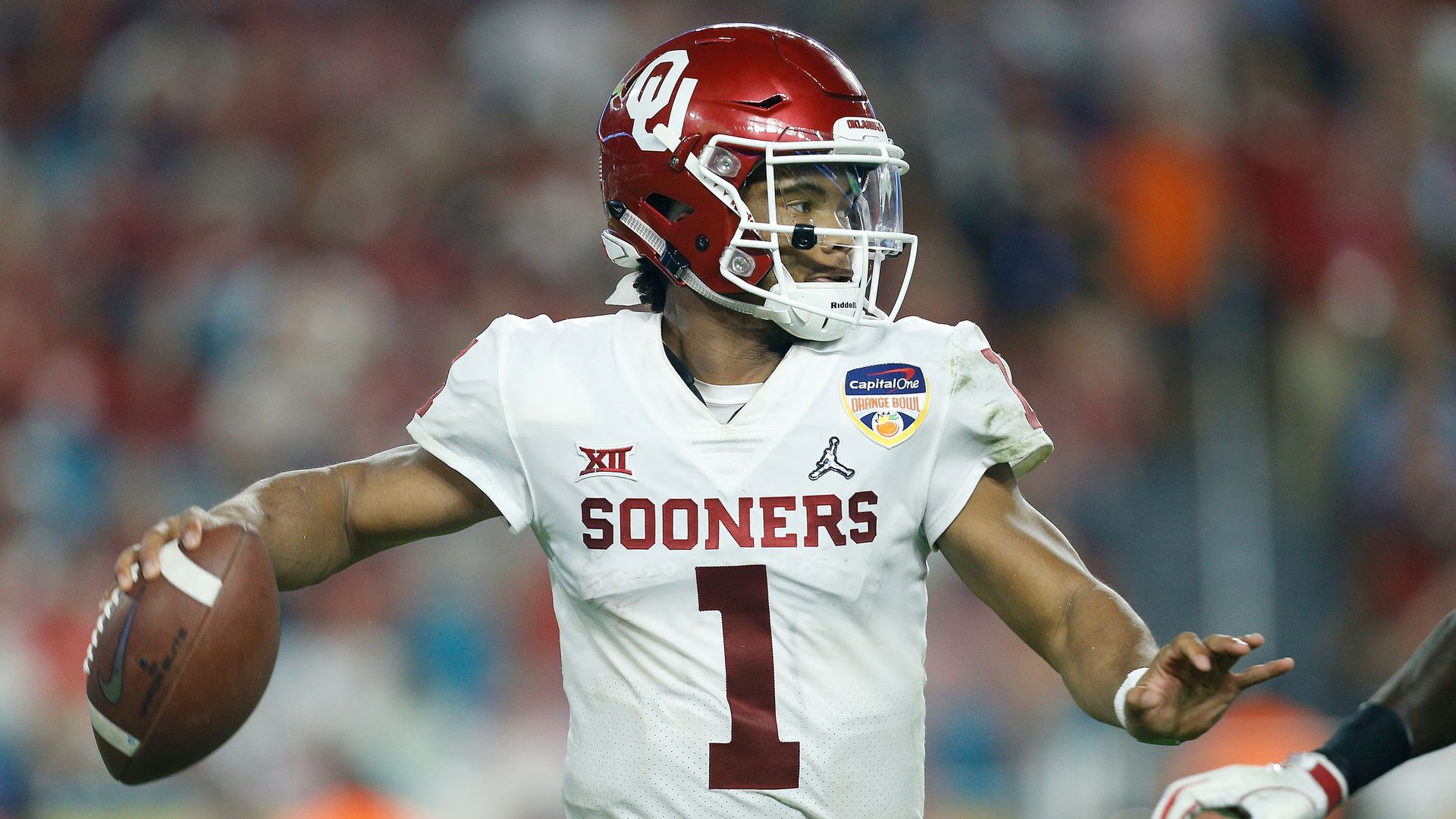 Oklahoma QB Kyler Murray making a pass