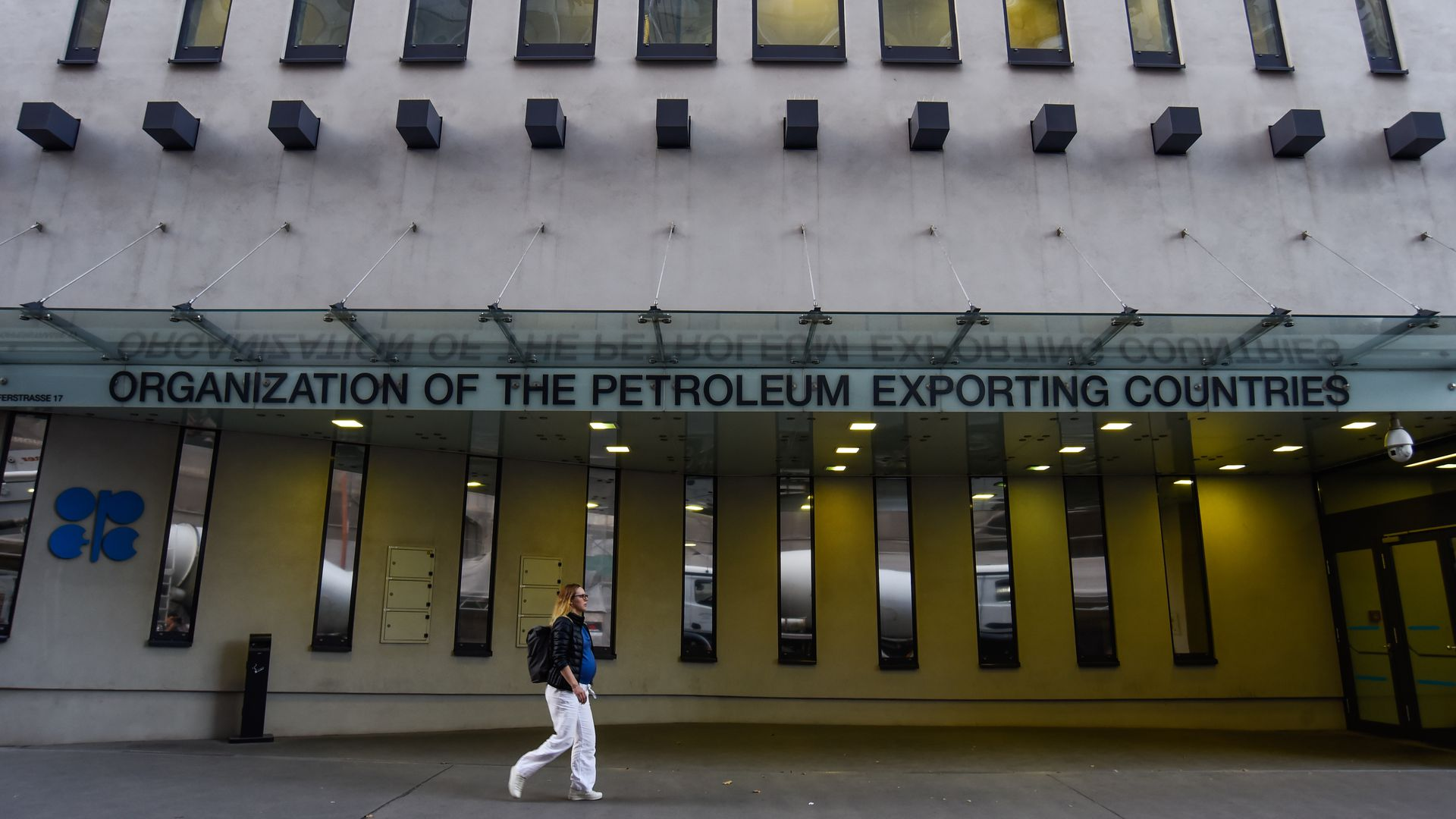 OPEC prevents the bottom from dropping out