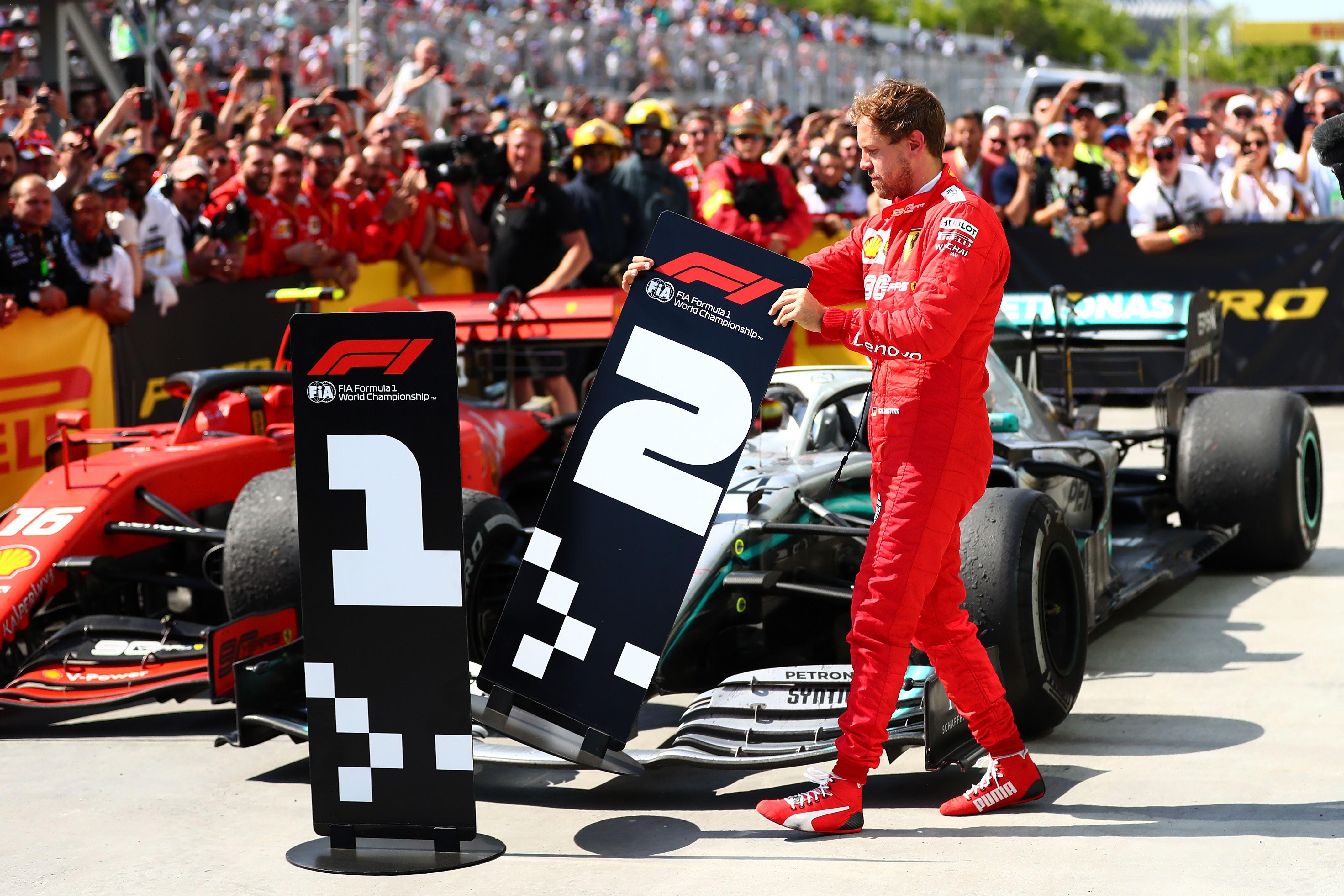 Vettel swaps his sign with Hamilton's