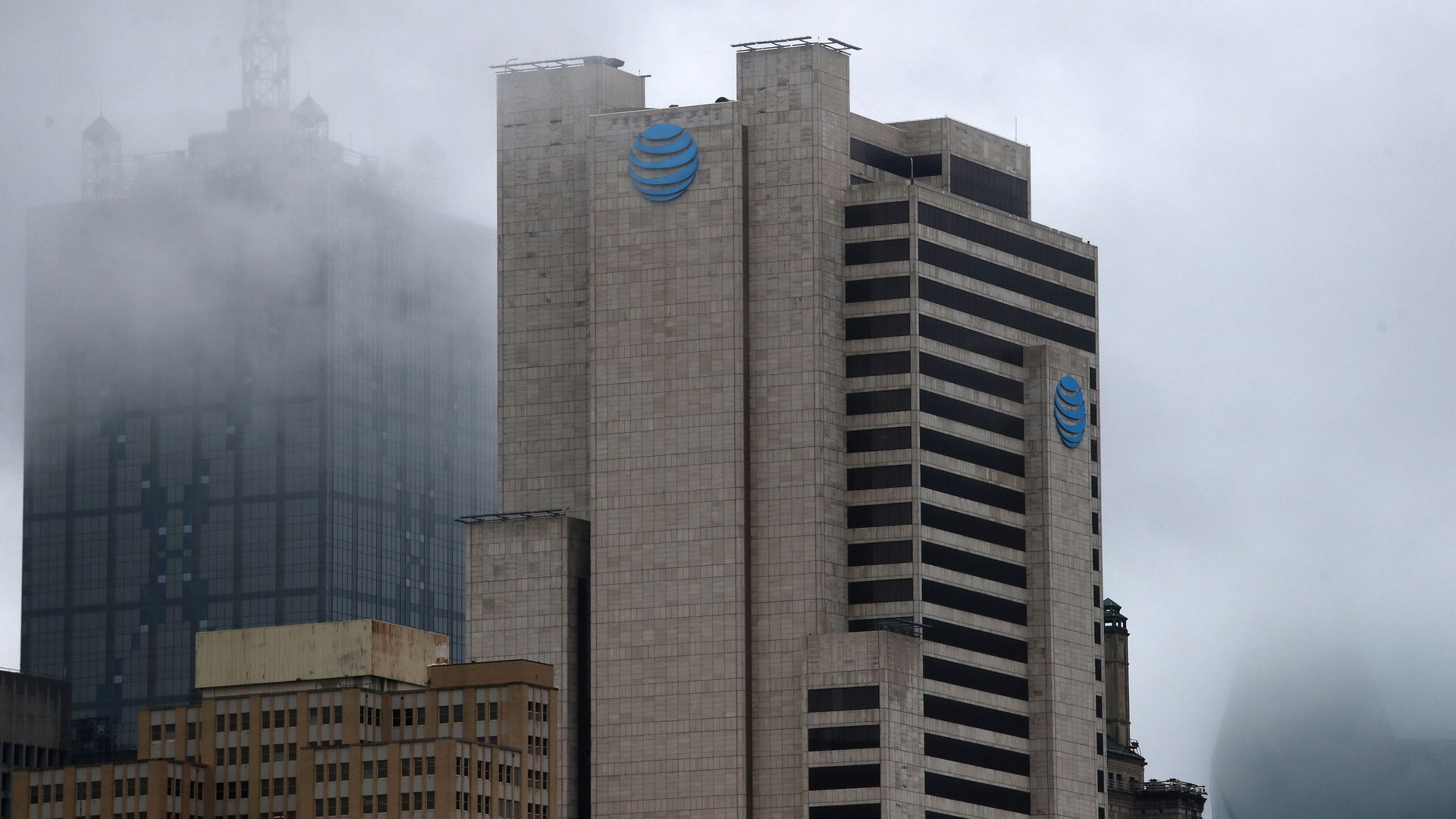 The AT&T building in downtown Dallas, immersed in a creeping fog.