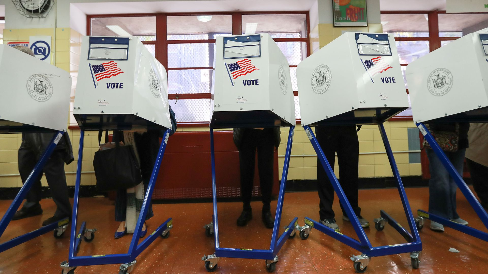 Voters cast their ballots. Photo: Michael Reaves/Getty Images
