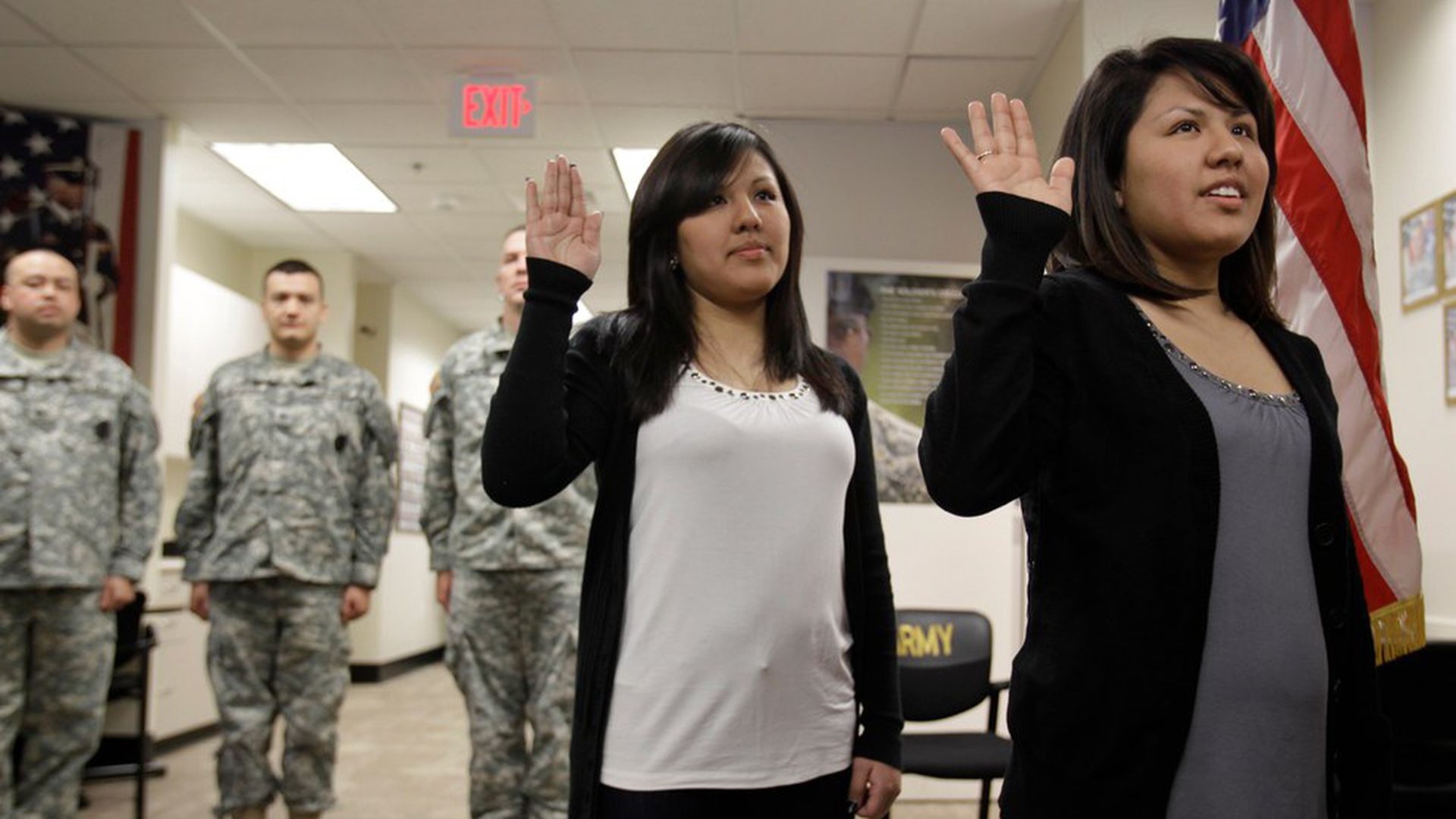 U.S. Army cuts hundreds of immigrant recruits' contracts