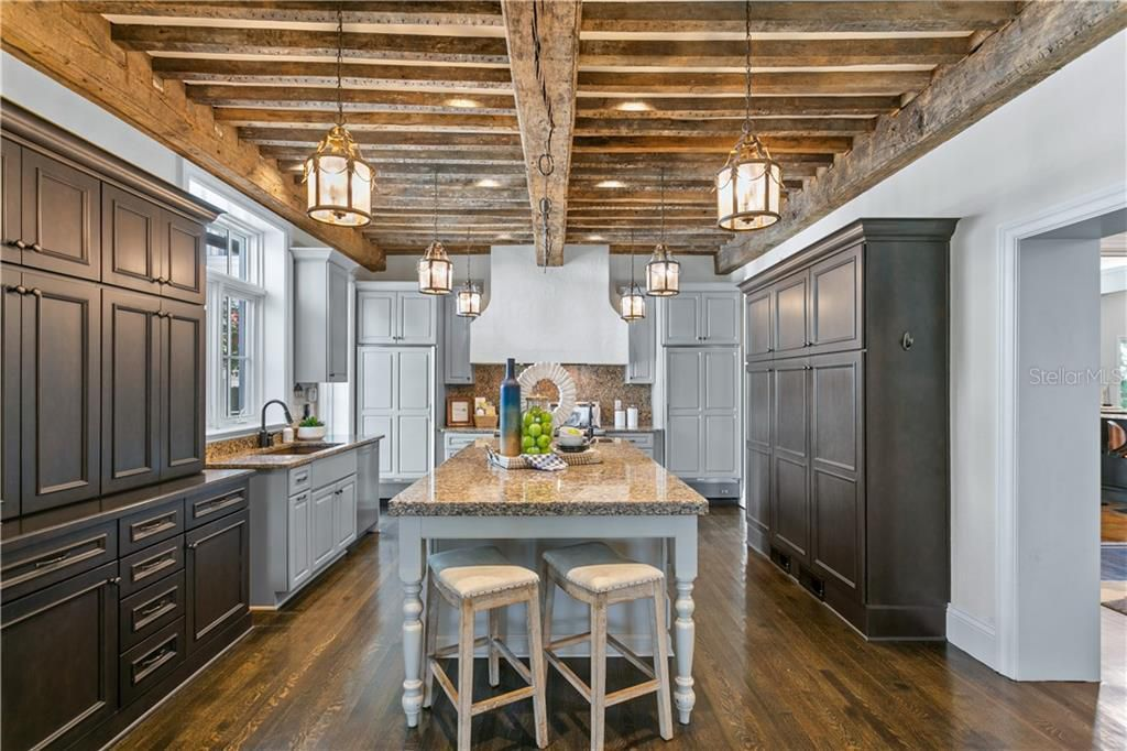 823 S Bayside Dr kitchen