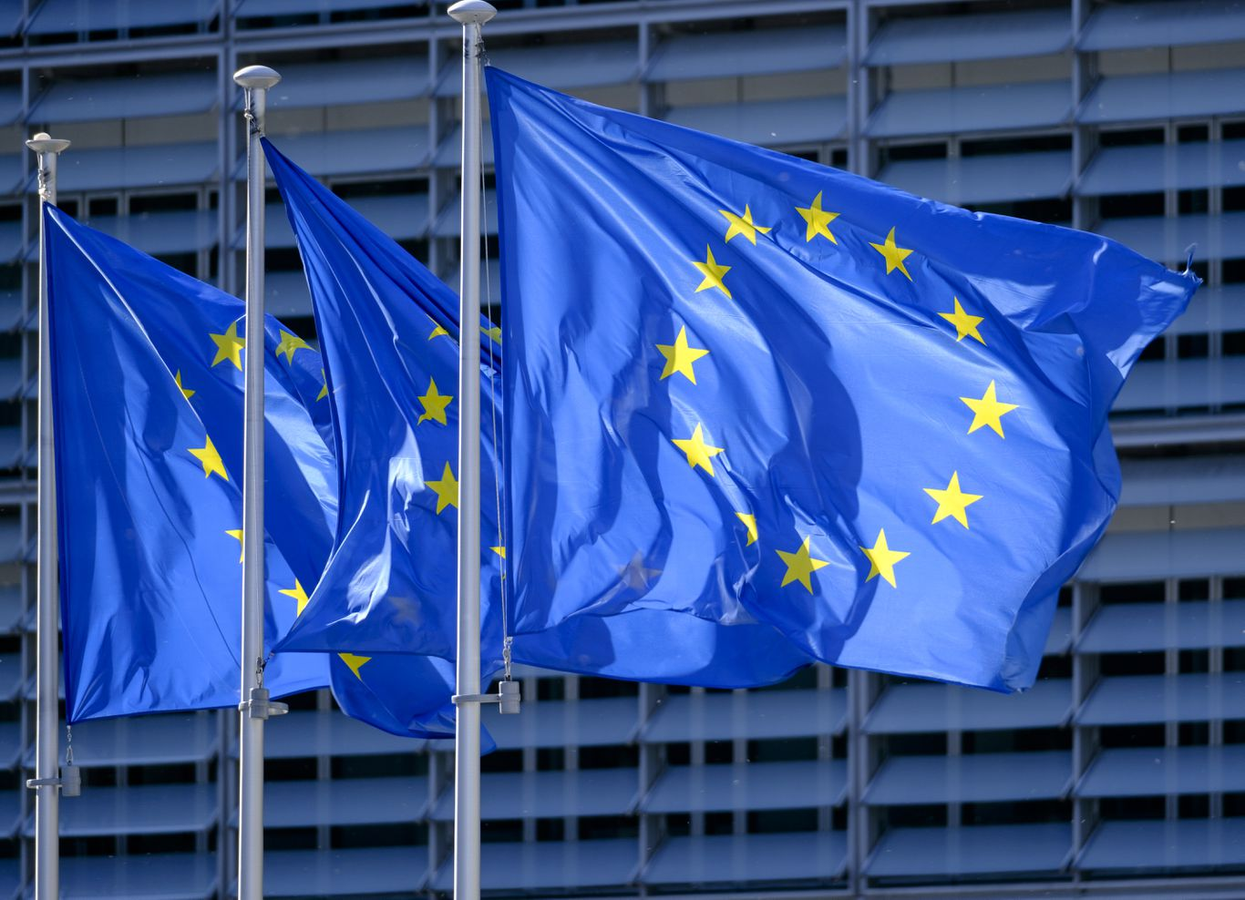 European Union extends ban on U.S. vacationers as borders reopen thumbnail