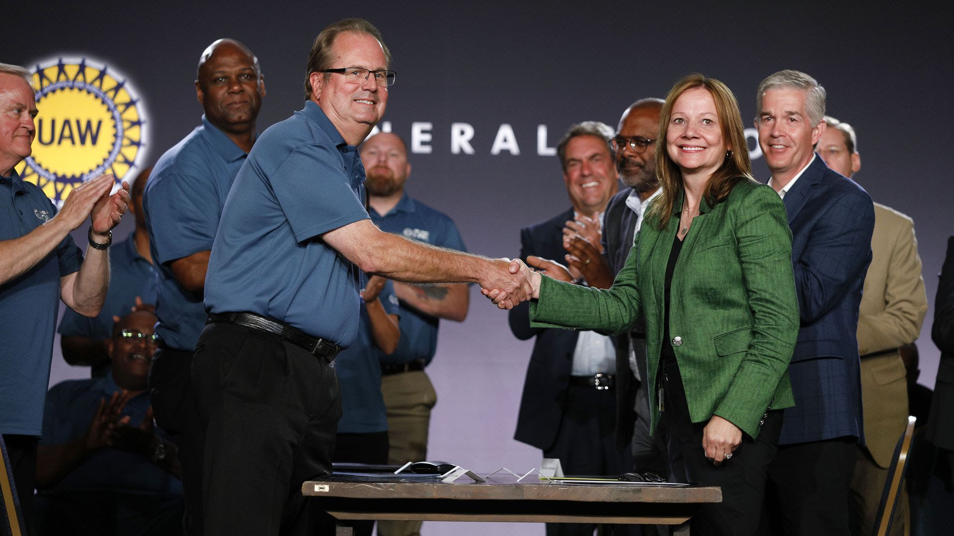 GM CEO Mary Barra and UAW President Gary Jones open the 2019 GM-UAW contract talks with the traditional ceremonial handshake.
