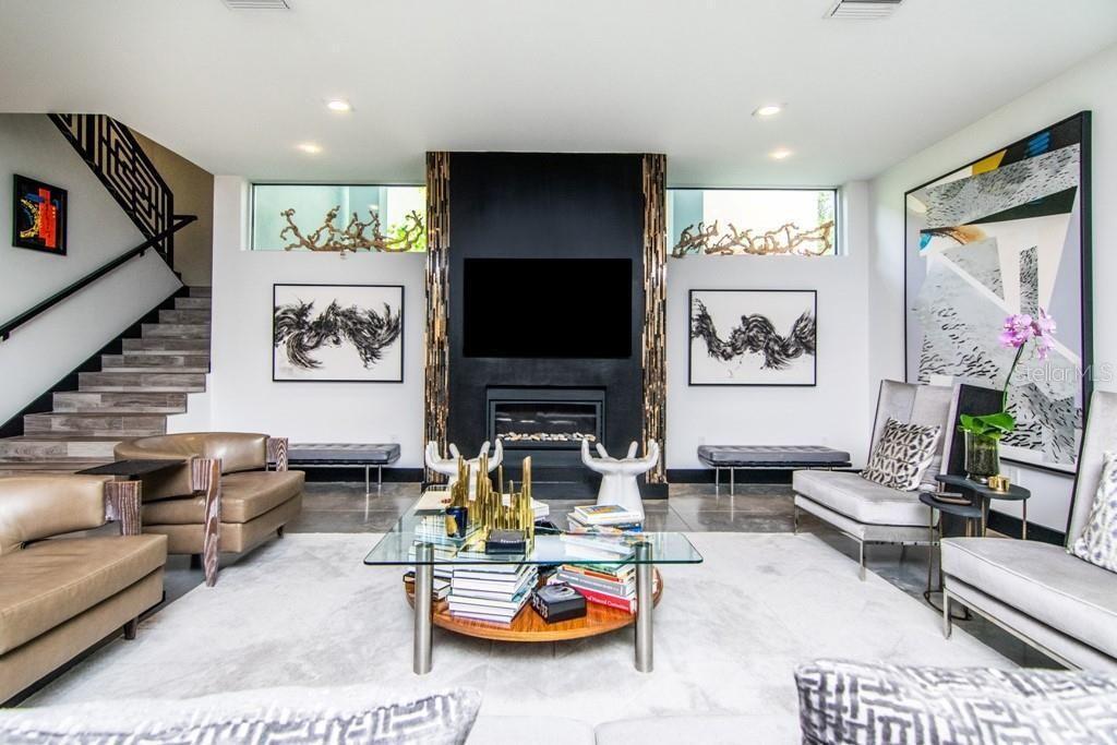 2911 W Fair Oaks Ave living room