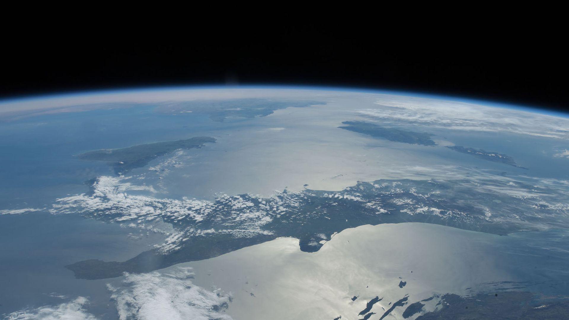 Tracking satellites through crowdsourcing - Axios