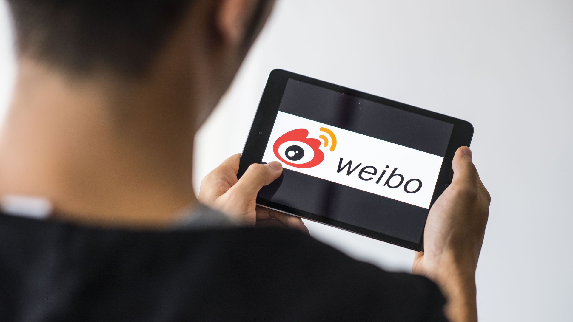 Weibo on an iPad