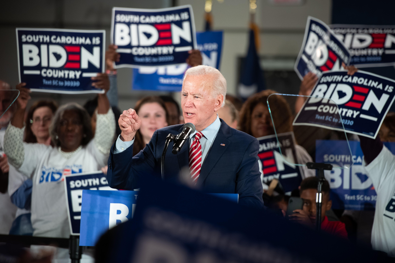 Biden: Sanders must disassociate himself from attacks on union leaders - Axios