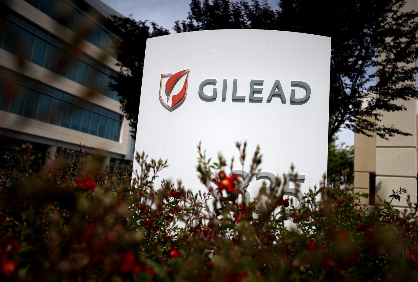 Gilead's coronavirus drug remdesivir will cost $3,120 for patients with private insurance thumbnail